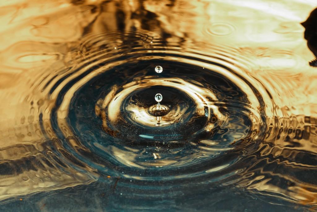 water droplet splashing