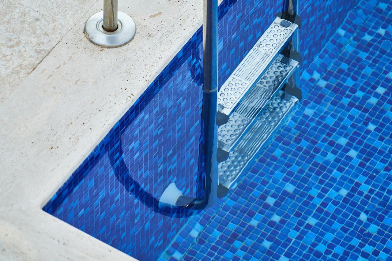 swimming-pool-with-stainless-steel-ladder